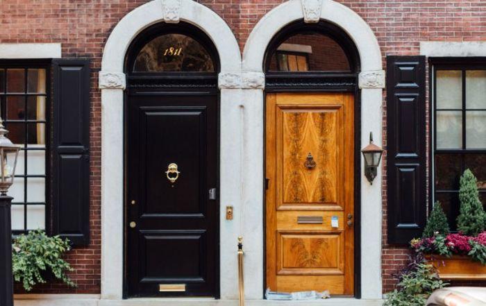 Portes et fenêtres fabriquées avec différents matériaux