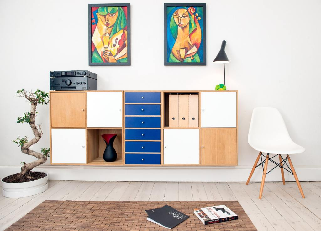 living room shelving record player